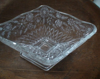 Indiana Glass Pineapple Floral Dessert Bowl Pedestal Bowl Compote Bowl Vintage Glass Floral Candy Dish Clear