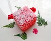 ROSE AND DAISY Soap, Flower Soap Gift, For Her, Flower Soap, For Mom, Birthday Gift, Custom Colored, Custom Scented, Vegetable Based