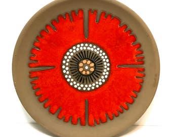 Vintage 1970s Modernist TEKT USSR Soviet era Pottery plate Tallinna Ehituskeraamika Tehas, Estonia, mid century graphic flower, orange red