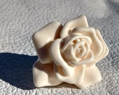 Vintage 1970s Chunky Resin White Rose Ring - size 8