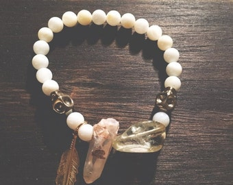 2 0 1 7 SALE // 50% OFF The Wanderer Bracelet // White Shell + Dusty Peach Quartz // Jewelry // XS~S