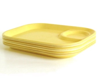 Rubbermaid Trays 3850, Plastic Picnic Plates, Set of 6, Light Yellow