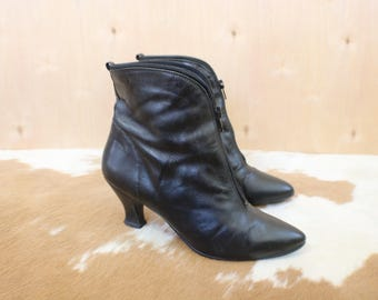 Size 8 Zippered Ankle Boots / Black Leather Heeled Boots/ Women's Vintage Shoes