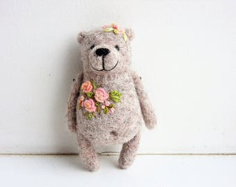 Needle felted Beige Bear brooch / Eco friendly jewerly / Kids jewerly / Gift for kids / Mothers day gift / Embroidery roses
