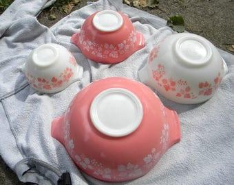 4 set clean vintage cinderella PYREX GOOSEBERRY MIXING bowl    free shipping