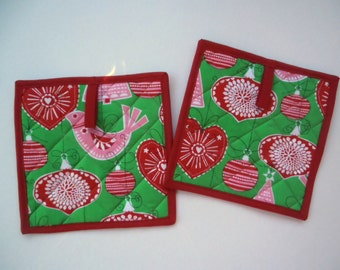 Red and Green Potholders, Quilted Trivets, Quilted Hot Pads, Christmas Potholders, Kitchen Decor, Set of 2