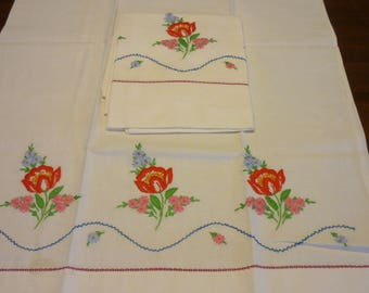 """2 VINTAGE Pillow Cases..NEW Condition...20"""" by 32""""...Hand Made.. Embroidery.."""