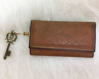 Leather Key Holder / Trifold Rolfs Key Caddy Folder / Embossed Leather