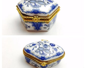 Vintage hinged Trinket Box, hand Painted Porcelain, blue white, gold tone, collectible, Home decor, Item No. M30