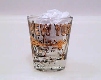 New York Shot Glass Vintage World Trade Center Drinking Glass Twin Towers 70s Cocktail Black Metallic Gold Manhattan Brooklyn Skyline Empire