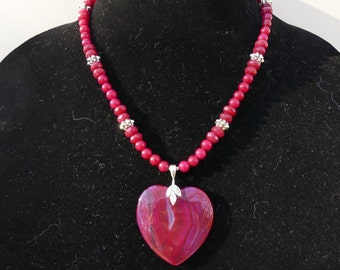19 Inch Dark Red Agate Heart Pendant Necklace with Earrings
