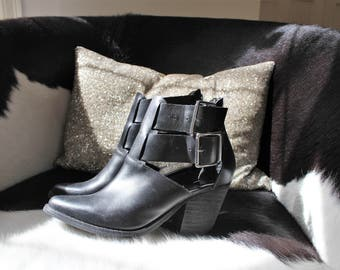 Very Cool Vintage 90's Chelsea Crew Black Double Buckle Cut Out Ankle Booties 8.5 M