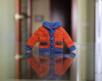 Knitted orange sweater for Blythe