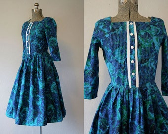 1950's Blue Rose Print Dress / Size Small Medium