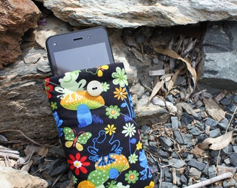 Padded phone cover , cell phone cover, ipod case , gadget case, frog print fabric. phone sleeve protector