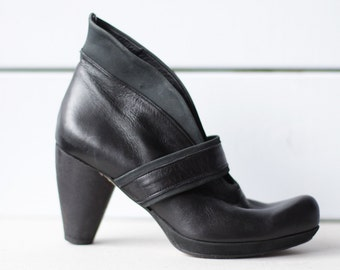 AUDLEY London vintage avant garde black leather mid high chunky heel slouchy ankle boots size 35 US 5
