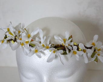 White Flower Crown, Wedding Flower Crown Hair, Ivory Green Pip Berry Crown, Summer Barn Wedding