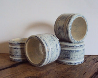 Primitive Wood Napkin Rings - Set of 4 Shabby Cottage Chic Napkin Holder - Primitive Chic Dining Decor - Country Table Accents & Decorations