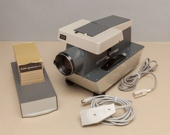 ROLLEI SLIDE PROJECTOR - Model P11 for 35mm & Medium Format 120 Slides - Comes with 3 Mazagines and Remote