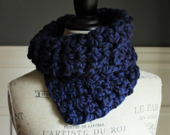 CROCHETED COWL with chunky yarn // The Kathryn // NAVY // circle scarf