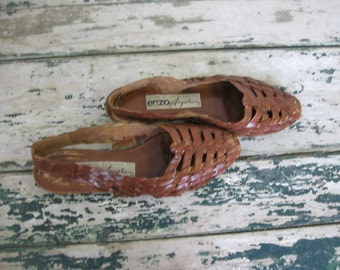 Vintage 1980's Enzo Angiolini Leather Huarache Style Sling backs