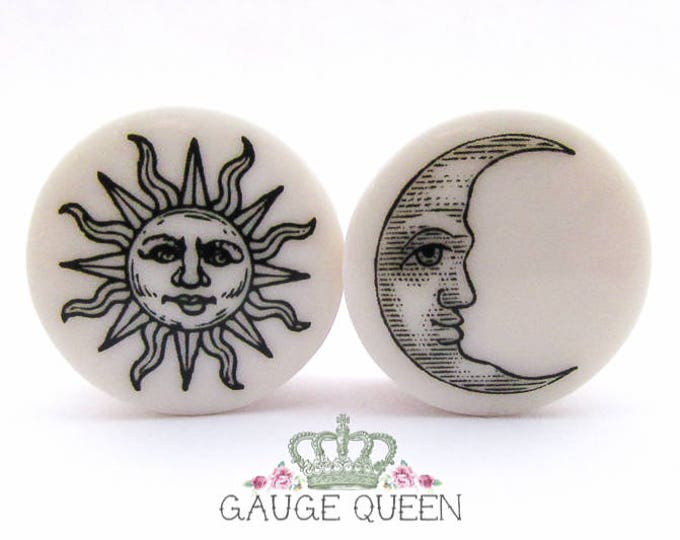"Sun & Moon Plugs / Gauges 4g / 5mm, 2g / 6.5mm, 0g / 8mm, 00g /10mm, 1/2"" /12.5mm, 9/16"" /14mm, 5/8"" /16mm, 3/4"" /19mm, 7/8"" /22mm, 1"" /25mm"