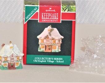1990 Hallmark Keepsake Miniature Collector's Series Old English Village-School