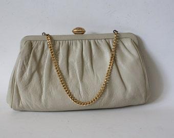 Beige Leather Clutch Purse / 1950s Leather Purse /  Blonde Leather Purse / Evening Purse / Chain Link Purse