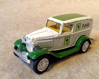 ERTL Die Cast 1932 Ford Panel Delivery Truck for Publix Grocery