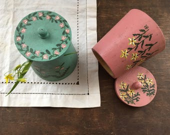 Vintage painted wood lidded boxes Handpainted floral trinket box set Scandinavian vintage trinket box with a lid Pink green wooden jars