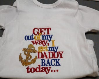 "Welcome Home Military Dad ""Get out of my way, I get my Daddy back today...""  S/S White **"