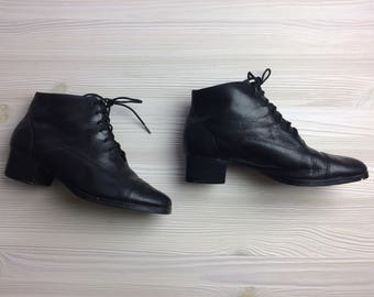 Vintage 80s Ankle Boots/ 80s Black Lace Up Leather Boots/ 7.5