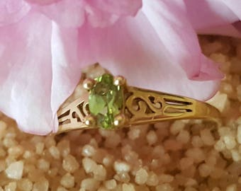 14K Gold Ring with Oval Peridot (st - 71)