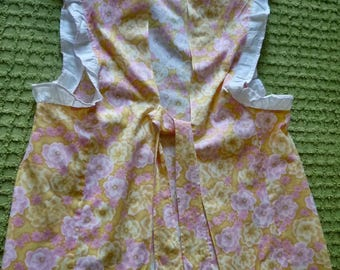 Vintage apron for older girl or petite lady ~ 1960s China cotton apron