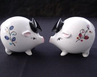 Graduation Pig Salt and Pepper Shaker set Enesco Japan