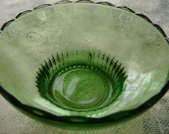 Green Glass Bowl - vintage, collectible, vintage bowl, collectible bowl, home decor, kitchen, vintage home decor, serving bowl