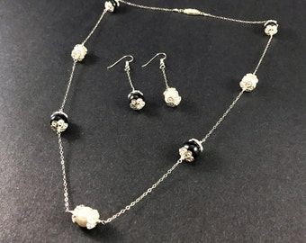 Black & White - Pearls Vol 1