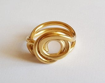 Chic golden ring