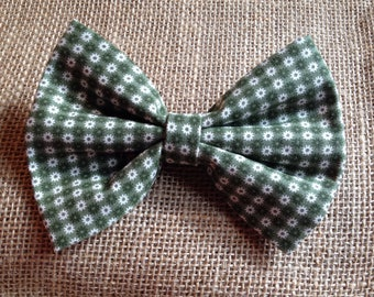 Green checkered hairbow with tiny daisies