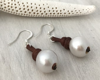 leather pearl earrings, leather and pearl earring, pearl earrings, leather earrings, pearl jewelry, freshwater pearls