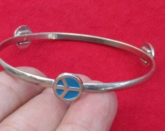 Retro Child Size Peace Sign Turquoise Colored Metal Bangle Bracelet