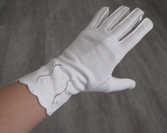 Vintage Women's White Short Cloth Gloves