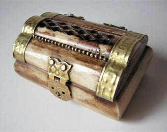 """Wooden jewelry box, horn and brass 2.95"""""""