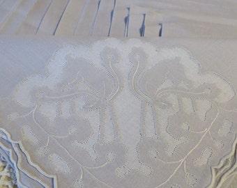 Fine Linen NAPKINS in Grey  //  With Appliqued Deer in each Corner  //  Set of 18  //  Formal or Wedding Linens  //  Scalloped Edges
