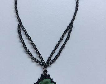 Green heart choker
