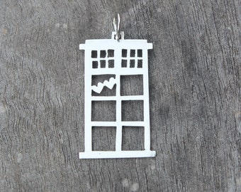 Dr Who Tardis two hearts pendant