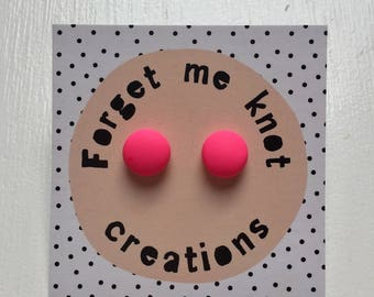 Plain coloured studs, Hot Pink
