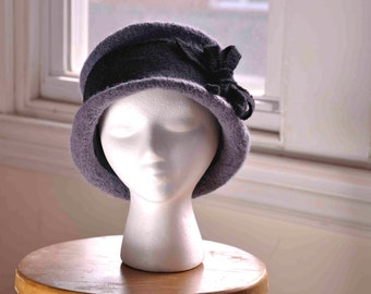 """Felted women's wool hand-knit hat in silver gray and black--Edwardian style riding hat--felted """"ribbon"""" and bow--1910s style--Riding Hat"""