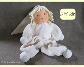 Waldorf doll kit 'Jippie'. Material, pattern and instruction (PDF). DIY kit waldorf cuddle doll 'Jippie'. Color: ecru