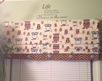 Ready To Ship......Mock Lined Cute Owl Printed Roman Shade Display with Chevron Banding & Button Detail .......Hand Made